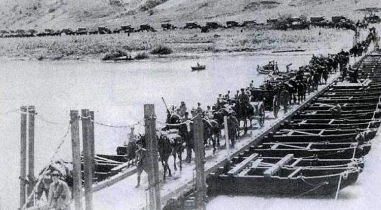 Итальянцы переправляются через Северский Донец 1942 год