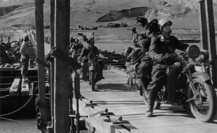Итальянцы на подходе в Луганск, переправа через реку 1942 год