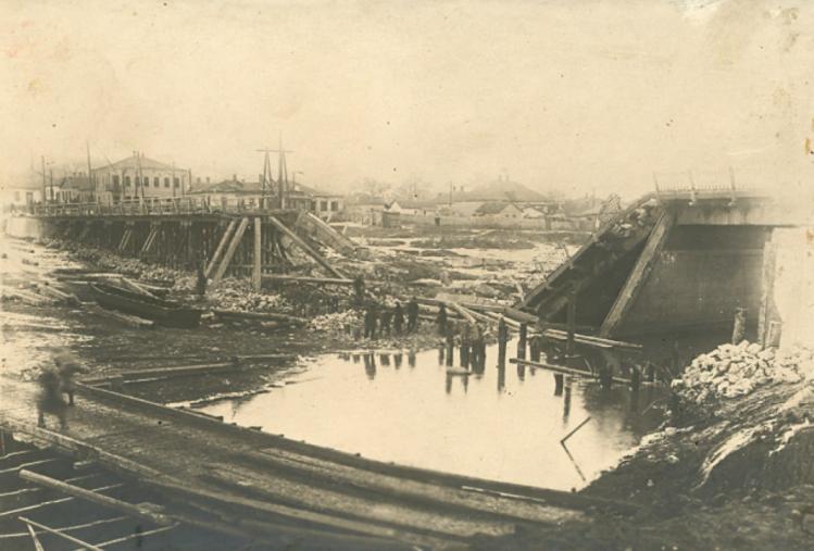 Мост под Луганском разрушен. Луганск во время второй мировой войны 1943 год