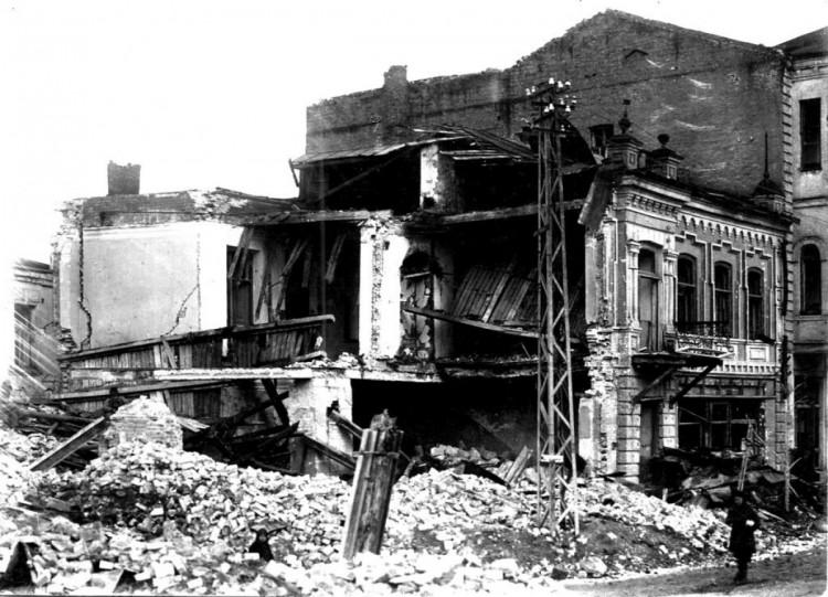 Разрушенный здания в Луганске 1943 год